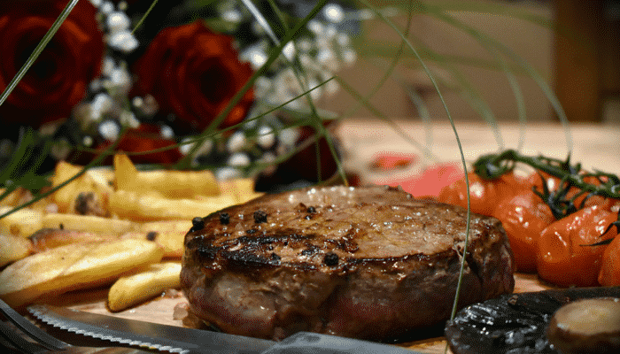 Valentine's Day Meal Ideas - 2 x 10oz Dry-Aged Fillet Steaks with Atkins & Potts Classic Peppercorn Sauce